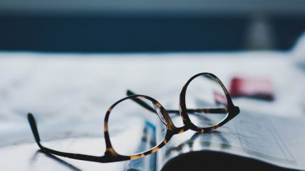 glasögon o tidning